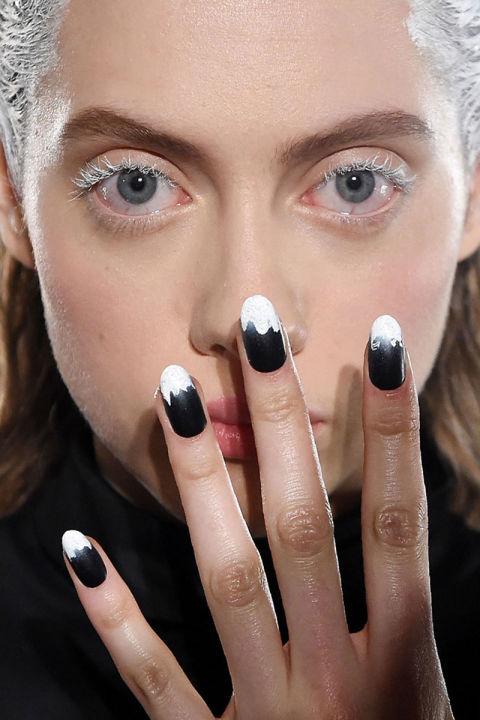nyfw fall 2016-2017 dark frosted nails by fenty x puma