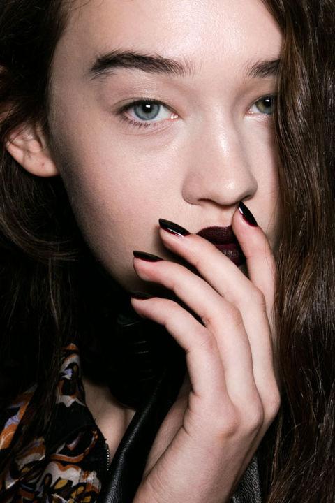 nyfw fall 206-2017 rodarte dark nail trend