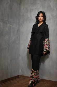 threads and motifs pakistani party wear black embroidered dress 2016-2017