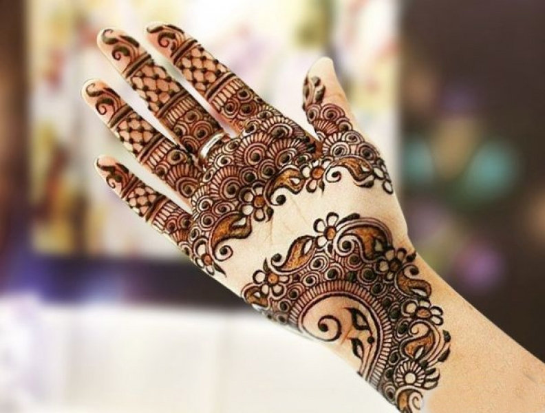 New Geometric mehndi design 2017 for front of hands