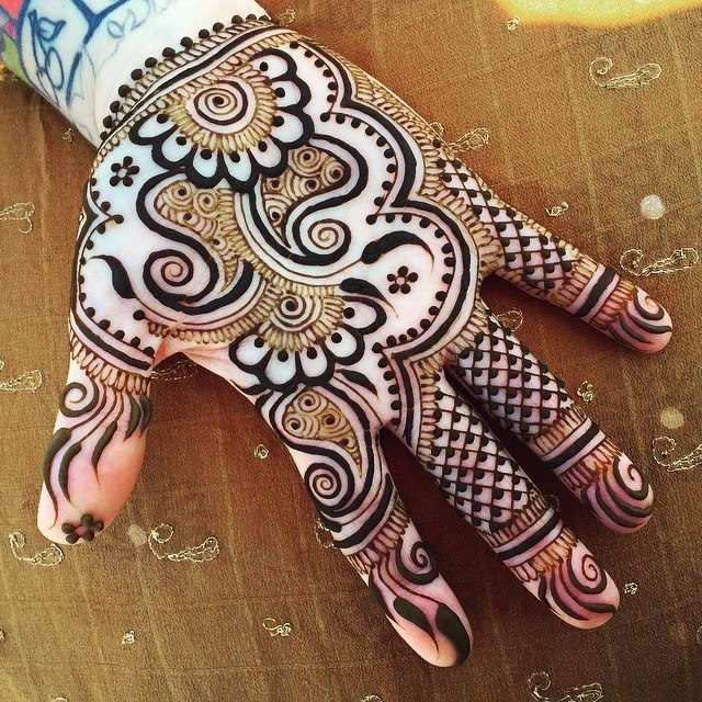 Beautiful Eid Ul Fiter mehndi designs 2017 for front of hand