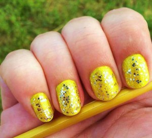 cute shimmery yellow eid party nail art designs 2017 for pakistani girls