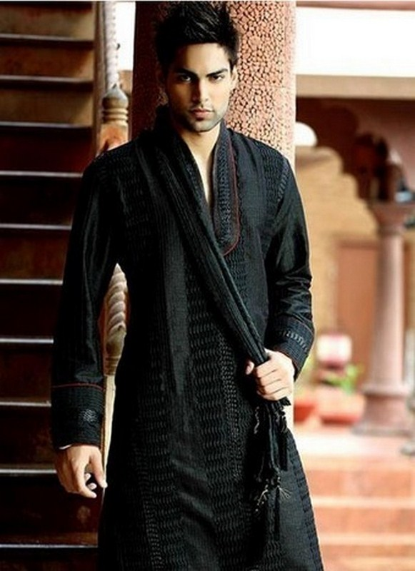 Mehndi Kurta Designs 2017 For Men In Black Color