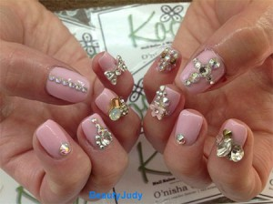 Gorgeous Pink Nails For Brides with accessorise
