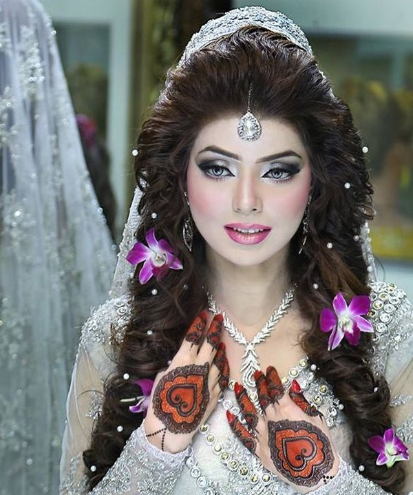 Wedding Hairstyle Pakistani: Latest Pakistani Bridal Hairstyles 2017 For Girlslatest