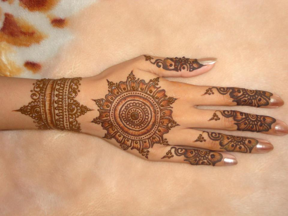 Mehndi Designs Circular : Easy round design gol tikka mehndi for hands