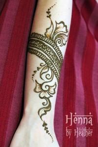 Simple Arabic Mehndi Design For Eid Wrist