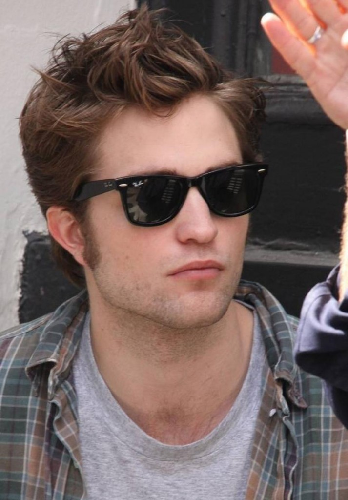 Robert Pattison In Ray Ban Wayfarer Sunglasses
