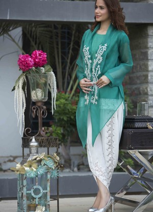 Short shirt with tulip shalwar