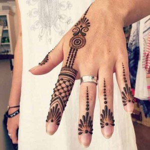 New style small mehndi deisgn for Back of Hand