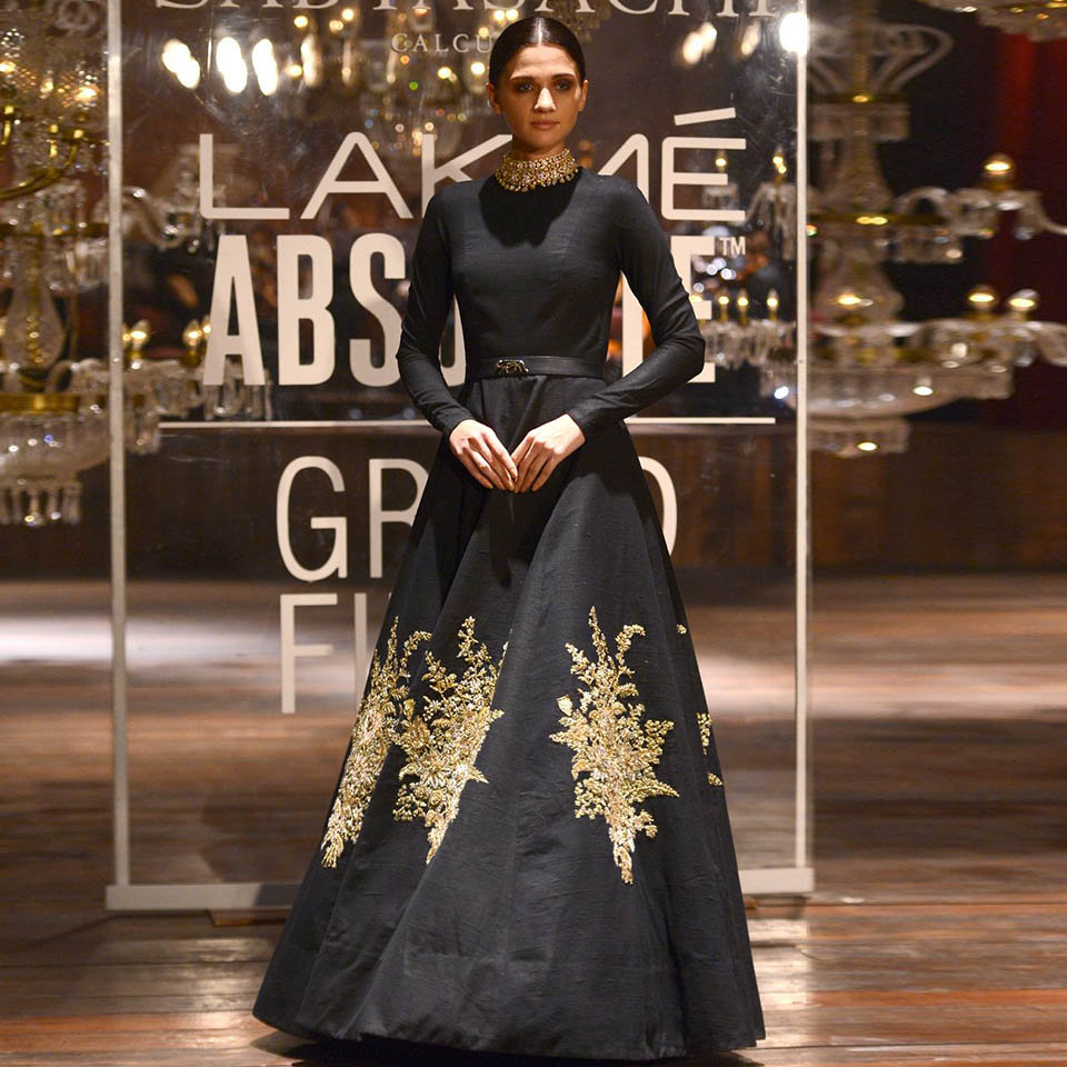 f84311a4fa Stylish Indian black and gold frock · Kareena Kapoor in black Party ...