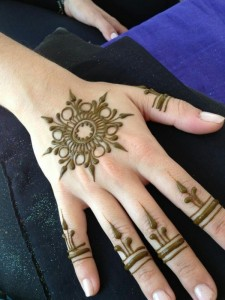 Easy Mehndi Design for Back of Hand