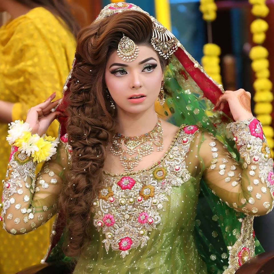 Hairstyles Pakistani Waleema: New Pakistani Bridal Hairstyles To Look Stunning
