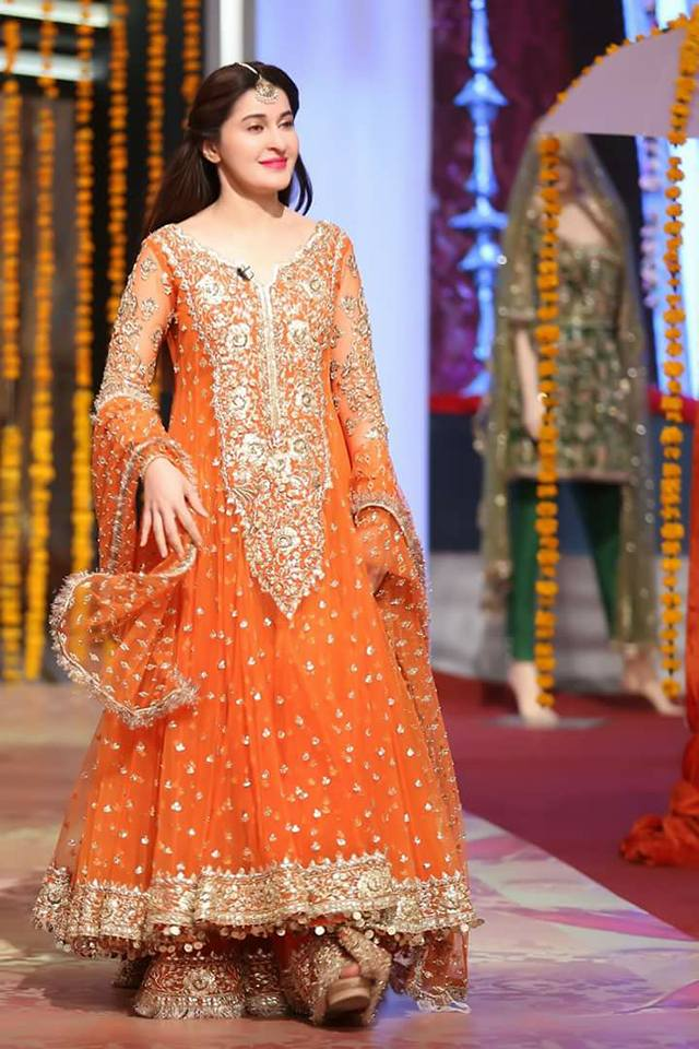 bed08a7b45 100+ Pakistani Bridal Dresses 2019 for Wedding Parties | FashionGlint