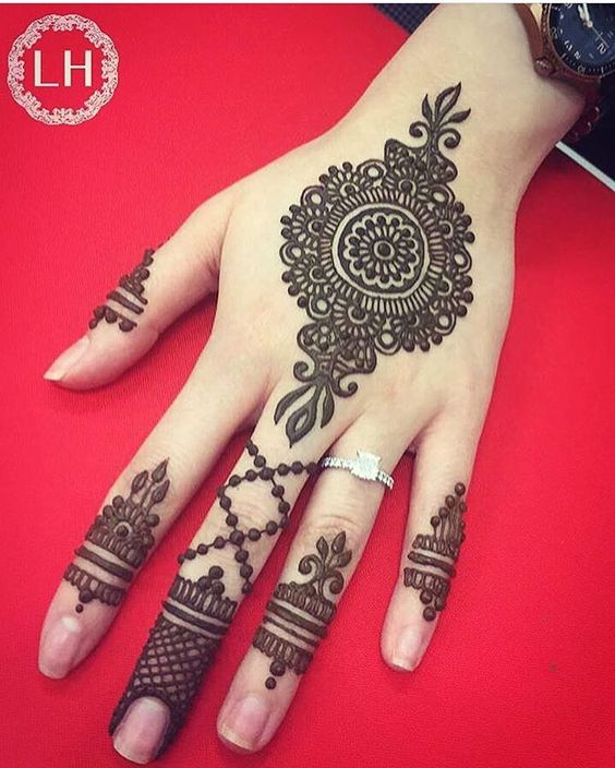 Simple Mehndi Designs for Hands Images To Try Now (11
