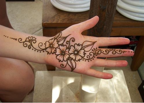 Simple Mehndi Designs For Hands Images To Try Now Fashionglint