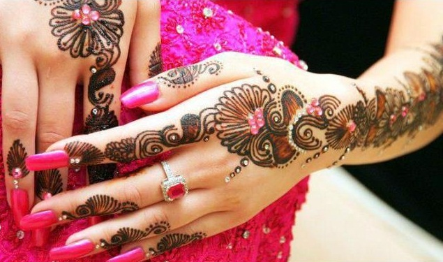 bridal arabic mehndi design with glitter and stones