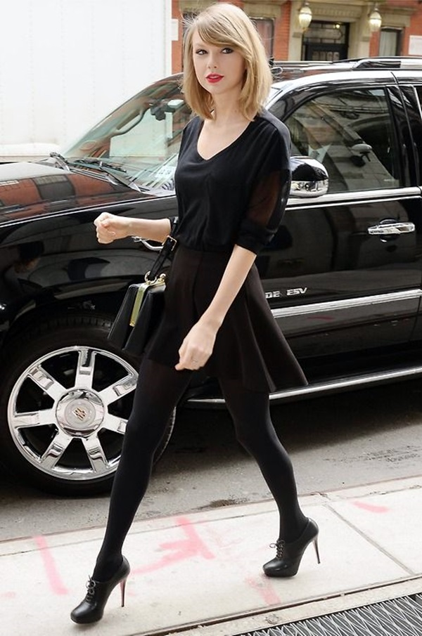 Taylor Swift in Black top with Short Skirt
